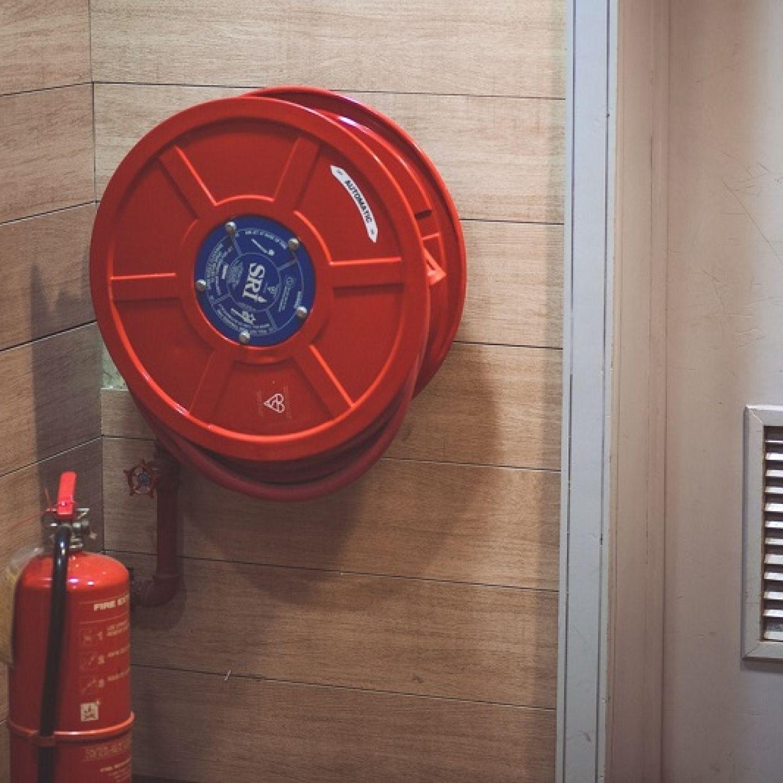 Bezpieczeństwo w miejscu pracy – ochrona przeciwpożarowa istotnym elementem