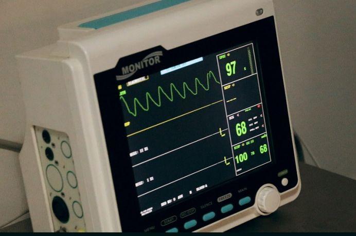Defibrylator – cena sprzętu w wersji AED i manualnej