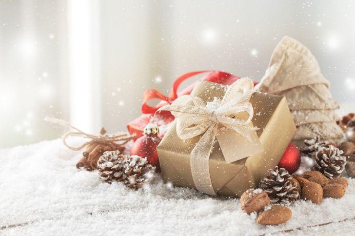 Gustowne kosze świąteczne – podarunek ze smakiem!
